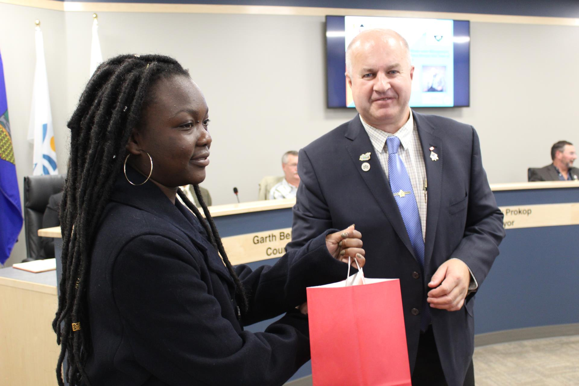 Mayor Prokop Presents a Gift to Ms. Akinyi